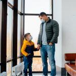 ¿Tener un hijo nos convierte automáticamente en madre o en padre?